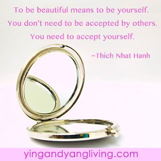 Gold-Compact-Mirror-ThichNhatHanhYY