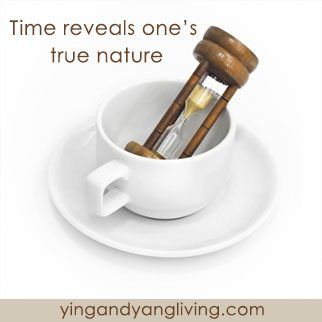 Hour-Glass-in-Coffee-Cup